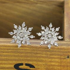 2016 New!!! Ladies Crystal Snow Flake Bijoux Statement Stud Earrings For Women Earring Fashion Jewelry Free Shipping
