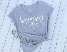 Honeymoon Shirt, Newlywed Shirt, Mrs Shirt, Honeymoon Vibes, Newlyweds, Honeymoon, Bride Gift, Just Married Shirt, Honeymooning by EllaJayDesign on Etsy https://www.etsy.com/uk/listing/484808973/honeymoon-shirt-newlywed-shirt-mrs-shirt