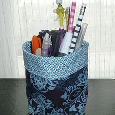 Corbeille / panier de rangement réversible en tissus bleu-gris et turquoise à motifs baroques et graphiques, petite taille
