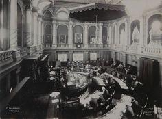 Binne is die Raadssaal tydens die eerste sitting van die Volksraad van ZAR Van, Vans