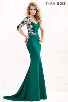 Длинные вечерние платья зеленого цвета с вышивкой на рукаве