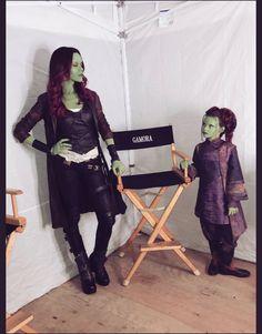 On set with Gamora and Tiny Gamora! So much emotion around Gamora's character during Infinity War! Marvel Avengers, Marvel Comics, Marvel Jokes, Funny Marvel Memes, Marvel Heroes, Marvel Girls, Krav Maga Techniken, Die Rächer, Avengers Memes