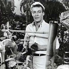"""Russell Johnson, best known as The professor on the hit TV show """"Gilligan's Island has died of kidney failure. After serving in WWII, Johnson went on to guest star in shows like Superman and the twilight zone. He died on at age 89 Giligans Island, Russell Johnson, Robert Johnson, Celebrities Who Died, Celebrity Deaths, Thing 1, Old Tv Shows, Interesting History, Before Us"""