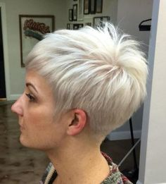70 Short Shaggy, Spiky, Edgy Pixie Cuts and Hairstyles Silver Blonde Pixie Hairstyle Choppy Pixie Cut, Short Choppy Haircuts, Edgy Pixie Cuts, Best Pixie Cuts, Choppy Layers, Short Bangs, Haircut Short, Long Pixie, Blonde Pixie Cuts