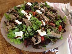 Σαλάτα με πετιμέζι και ανθότυρο