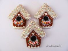 Beedeebabee: Squirrel Rescue - Paulette makes the MOST beautiful felt, beaded, and sequined pins anywhere. You may buy her fabulous creations, or just simply become lost in the perfection that is her art. You won't regret visiting, and you may leave her world feeling like you've had a vacation.
