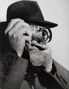 Henri Cartier-Bresson with Leica M3 (with Summarit 1,5/50mm), 1955 -by Dimitri Kessel