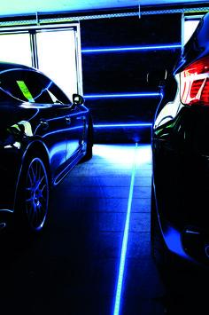 Akzentbeleuchtung in der Garage mit IP-Profilen von Reprofil. #Reprofil #Profil #LED #Einbau #Outdoor #Garage #Einfahrt #Akzentbeleuchtung #RGB #AU-05-15 #LED-Stripe #Linear #Licht