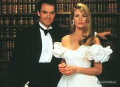 A gallery of Batman publicity stills and other photos. Featuring Michael Keaton, Jack Nicholson, Kim Basinger, Tim Burton and others. Kim Basinger, Mode Hollywood, Hollywood Icons, Batman Dress, Michael Keaton Batman, Tim Burton Batman, Batman Tv Show, In The Pale Moonlight, Image Film