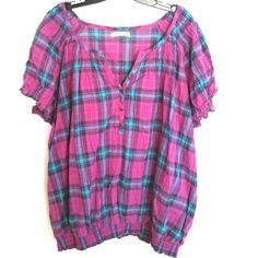 """Old Navy Plus Size 3X Plaid Top This Old Navy Plus Size 3X Plaid Top is in good used condition. Fabric is 99% cotton, 1% spandex, not stretchy. Bust measures 30"""" across laying flat, measured from pit to pit, so 60"""" around. 29"""" long. ::: Bundle 3+ items from my closet and save 30% off when you use the app's Bundle feature! ::: No trades. Old Navy Tops"""