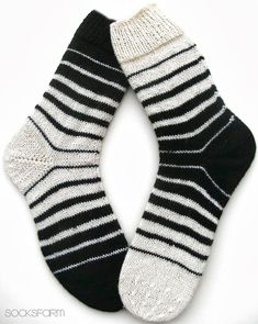 Marion's Socks Farm: Black & White – Sabine Langner – Ich Folge - Socken Stricken Crochet Socks, Knitting Socks, Hand Knitting, Knit Crochet, Patterned Socks, Striped Socks, Black And White Socks, Black White, Sock Crafts