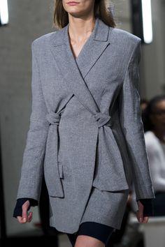 Dion Lee at New York Fashion Week Spring 2018 - Details Runway Photos Abaya Fashion, Blazer Fashion, Grey Fashion, Fashion Dresses, Korean Fashion, New York Fashion, Runway Fashion, Suits For Women, Women Wear