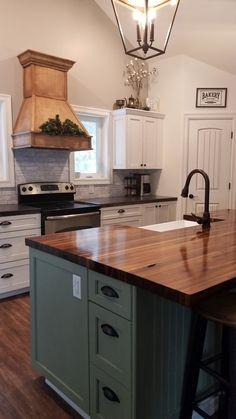 Home diy kitchen butcher block countertops 25 ideas Diy Kitchen Decor, Kitchen Redo, New Kitchen, Kitchen Ideas, Kitchen Cabinets, Farmhouse Cabinets, Diy Cabinets, 10x10 Kitchen, Blue Cabinets