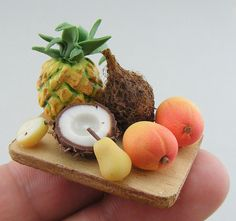 Realistic food sculptures handmade out of polymer clay by Shay Aaron.