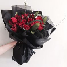 Black & Red, very powerful. Red Rose Bouquet, Hand Bouquet, Diy Bouquet, How To Wrap Flowers, Flower Packaging, Blossom Flower, Bridal Flowers, Floral Bouquets, Dried Flowers