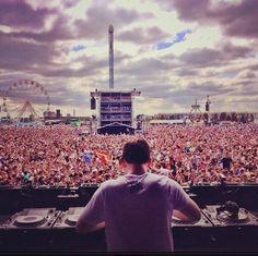 Hardwell:: one day, when I'm a famous dj/dubstep artist. I wanna have concerts like this Edm Music, Dance Music, Scream Music, Loco Dice, Tomorrowland Festival, Top Dj, Krewella, Alesso, Edm Festival