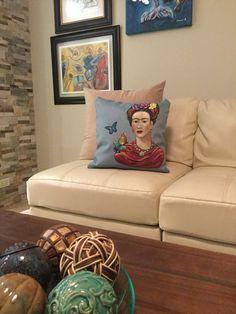 Frida. Cojin de Frida  pintado a mamo de Carminaalcalaart en Etsy