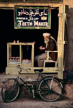 'Teeth makter in Kandahar', 1998. | 24 Striking Pictures Of Afghanistan By Photojournalist Steve McCurry