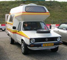 Awesome VW camper, wonder how it drives. Mini Camper, Car Camper, Camper Caravan, Camper Trailers, Auto Volkswagen, Volkswagen Caddy, Volkswagen New Beetle, Vw Caddy Mk1, Vw Mk1
