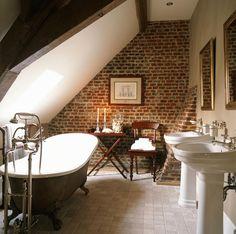 http://s1h.roomido.com/bilder/f/badezimmer/klassisch/antiquitaeten-als-badeinrichtung-im-51781c19e9b66.jpg