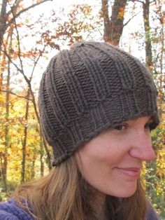 This Mama Knits: The Perfect Fit Beanie Pattern PLUS video showing how to add stitches after brim to make slouchy hat