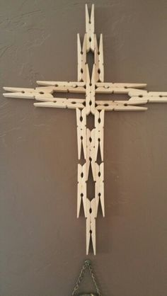 I learned later on that you don't have to tale the clothes pins apart, they just need to be really straight and even for a nice line up.