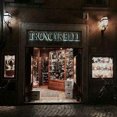 ANTICA CAPPELLERIA TRONCARELLI-Roma