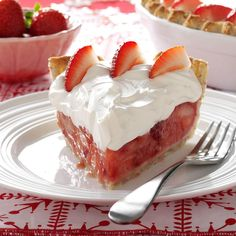 Fresh Strawberries & Amaretto Cream Pie Recipe -Strawberry pie is even more luscious when you cover it with a generous layer of amaretto cream. Keep the recipe in mind whenever you have a bounty of fresh berries. Fresh Strawberry Pie, Strawberry Recipes, Strawberry Tarts, Strawberry Patch, Pie Dessert, Dessert Recipes, Pastries Recipes, Fruit Recipes, Cheesecakes