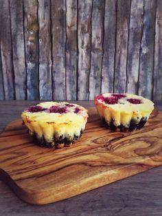 Cheesecake Muffins mit Himbeeren und Oreo Keks Boden