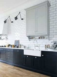 Beautiful kitchen with 2 Jielde lamps, brilliant! They fit perfectly. Come to discover our full range of original vintage ones: www.laboutiquevintage.co.uk #LaBoutiqueVintage
