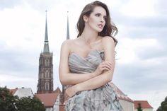 Wyjątkowa sesja fotograficzna we Wrocławiu! Wedding Bands, Strapless Dress, Engagement Rings, Dresses, Fashion, Strapless Gown, Enagement Rings, Vestidos, Moda