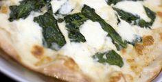 Voor deze eerste column op Fitplein.nl, heb ik besloten om het gerecht 'Verrukkelijke weerstand-pizza met een extra hoog deegje!' met jullie te delen.Mijn weerstand-pizza:Omdat het weer zo schommelt in temperatuur, zon ...