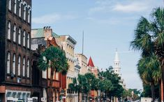 Broad Street | These beautiful pictures make it easy to see why Charleston, South Carolina, is a great vacation destination.