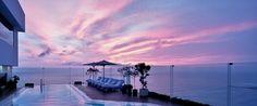 Miraflores Park Hotel, es un hotel de lujo instalado a metros del Océano Pacífico, quien regala a sus huespedes una maravillosa vista.