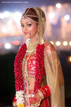 Related posts: 10 Stunning Bridal Makeup Looks For The 2018 Bride! Indian Bridal Fashion, Indian Bridal Makeup, Indian Bridal Wear, Indian Wedding Outfits, Asian Bridal, Desi Wedding, Wedding Looks, Wedding Bride, Wedding Decor