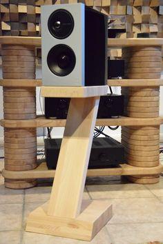 Coppia di stand per diffusori acustici in faggio naturale massello, a forma di Z. Apple Tv, Remote, Vintage, Shape, Vintage Comics, Pilot