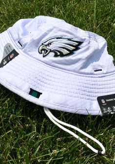 6b8eccb255 New Era Philadelphia Eagles White 2019 Official Training Mens Bucket Hat