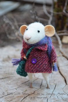 Little Traveler Mouse by feltingdreams| johana Molina Felting Dreams Etsy |