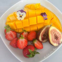 HEALTHY FOOD. I'd eat this and pretend I was in another country  with every bite mmm Thailand mmm