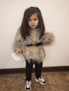 Outfits to make your baby look more chic than Stormi Outfits to make your baby look more chic than S Cute Kids Fashion, Baby Girl Fashion, Toddler Fashion, Kids Dress Wear, Dresses Kids Girl, Baby Outfits Newborn, Toddler Outfits, Camo Baby Clothes, Cute Little Girls Outfits