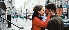 """http://mundodecinema.com/paris-je-taime/ - A partir de uma ideia original de Tristan Carné foram convidados para participar no projeto de filme coletivo: """"Paris, je t'aime"""", realizadores internacionalmente reconhecidos. No final é-nos apresentado um filme de 2 horas, composto por 18 curtas-metragens interligadas, cada uma delas com duração de 5 minutos."""