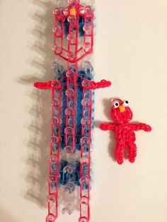 Rainbow Loom Elmo photo tutorial by Marlene Barressii