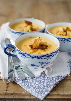 Morotssoppa med palsternacka Healthy Recepies, Healthy Meals To Cook, Soup Recipes, Vegan Recipes, Snack Recipes, Snacks, Lchf, Soup And Sandwich, Easy Cooking