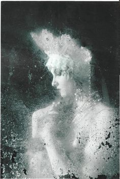 À la russe. Girl in a kokoshnik. Modern photograph in a retro style.