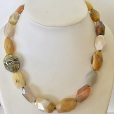 Natural agate necklace with Tibetan focus pearl
