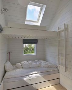 A setup that saves a lot of space and works well for visiting crowds, bunks (with under the bed storage) are another Nordic cottage staple: See 24 Built-In Bunks for Summer Sleepovers. This Danish summer house was designed by Norwegian JVA Architects via Bunk Beds Built In, Bunk Rooms, Bedrooms, Little Houses, Small Houses, My Dream Home, Small Spaces, Small Small, House Design