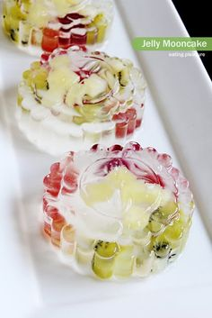 I don't know how to bake a moon cake nor snow skin moon cake. So, I just played around with the jelly molds to come out with these crystal ...