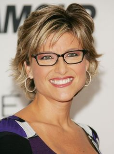 The 49-year old daughter of father (?) and mother(?), 178 cm tall Ashleigh Banfield in 2017 photo