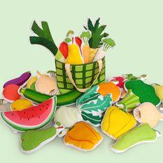 Potraviny do dětské kuchyňku či obchůdku.