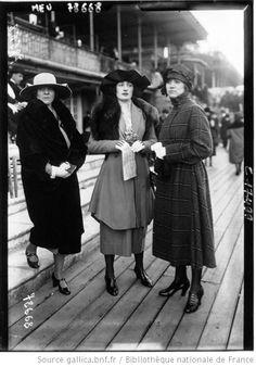 Modes à Auteuil le 15 février 1920 : [photographie de presse] / Agence Meurisse